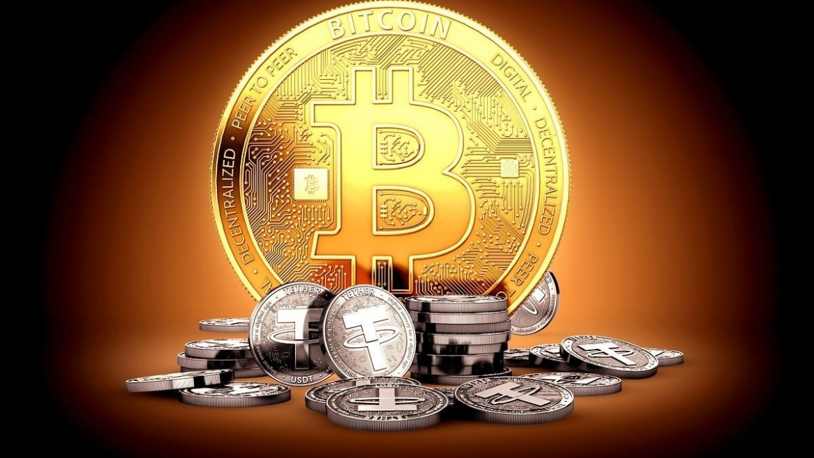 What is the difference between bitcoin and stablecoin?