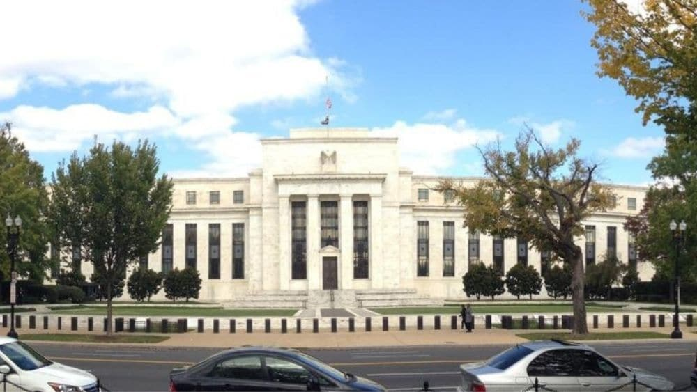 Fed President admits that the US is spending more money than you need, Bitcoin highlights