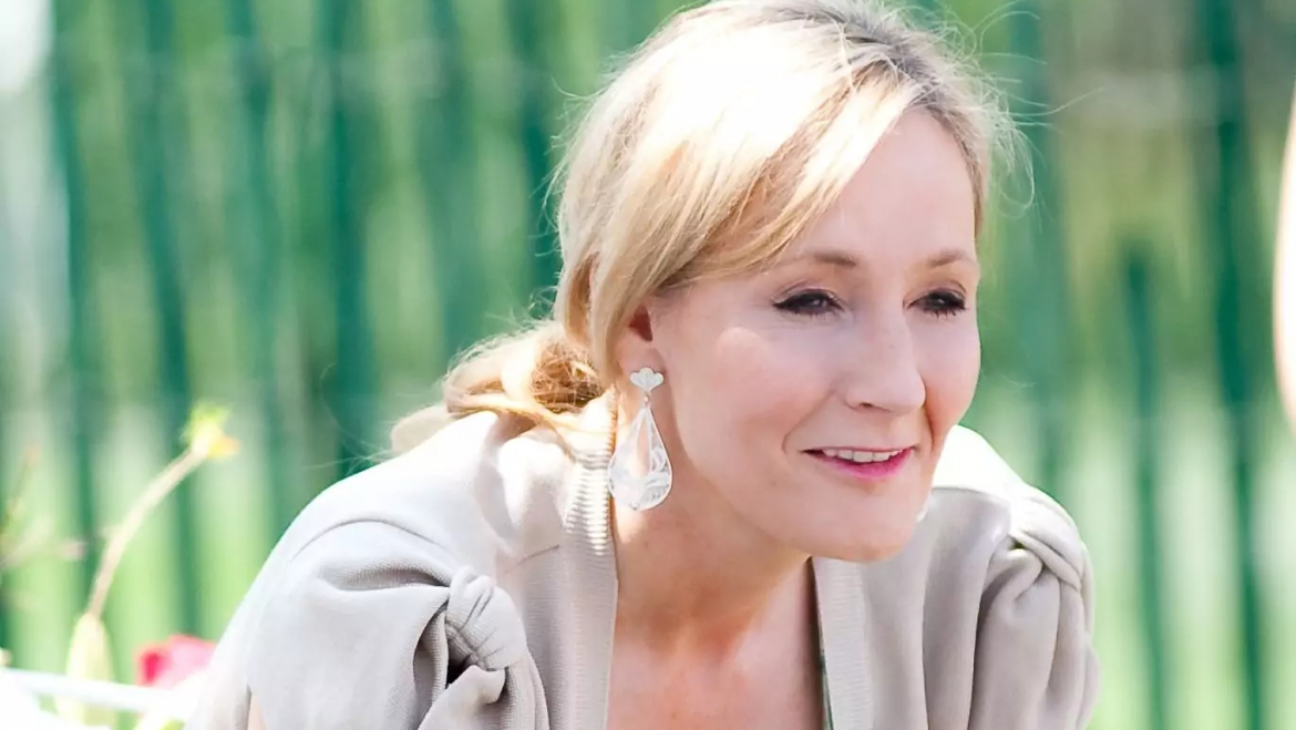 Harry Potter author J.K. Rowling asked what Bitcoin was and the community replied