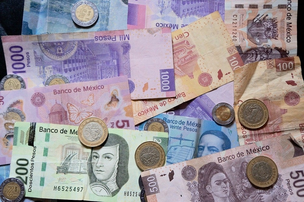 While the Mexican peso lost 21.5% in 2020, Bitcoin is up almost 20%